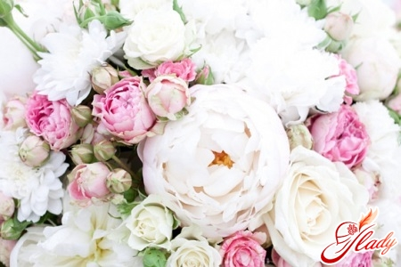 Букет з живих квітів