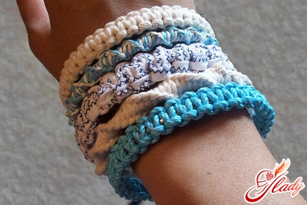 make a bracelet with your own hands