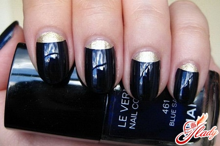 lunar beautiful manicure with your hands