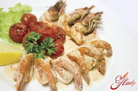 juicy shrimps in creamy garlic sauce