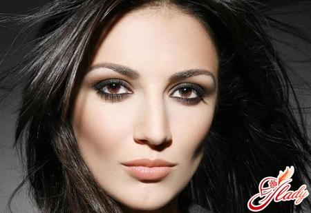 make-up for brown eyes of brunettes