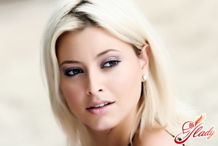 make-up for the brown eyes of blondes