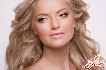 make-up for the green eyes of blondes