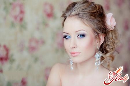 correct make-up for gray-blue eyes