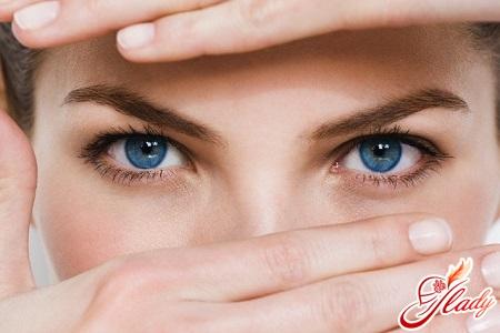 strengthening eyelashes with oil
