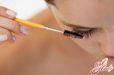 application of oil on eyelashes
