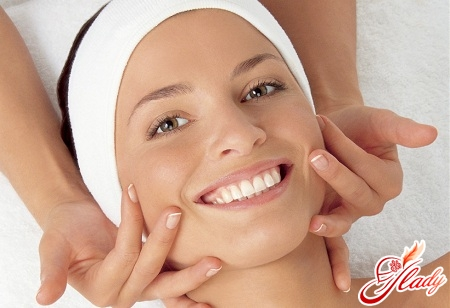facial massage against wrinkles
