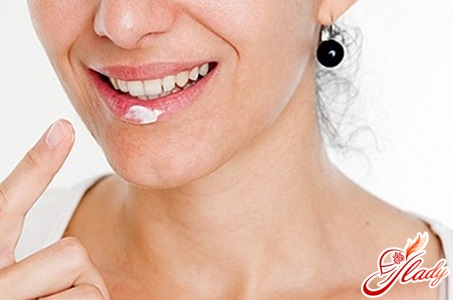treatment of white spots on the lips