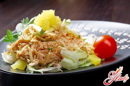 salad with smoked chicken