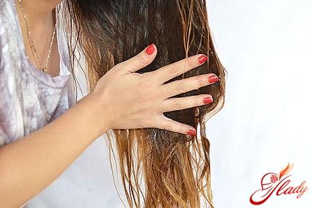 нанесення оливковою маски на волосся