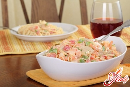 pasta with shrimps in creamy sauce