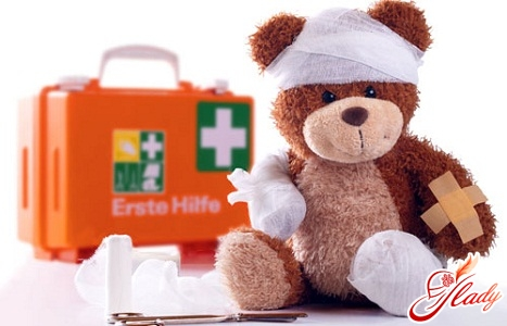 first aid with frostbite