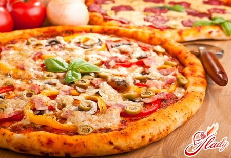 pizza with ham and mushrooms