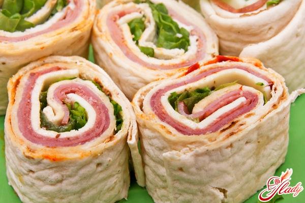 Rolls with ham: R