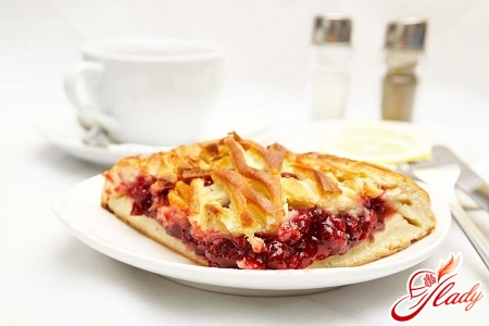 pie with cranberries and apples