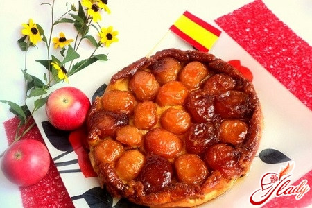 delicious pie with apples and caramel