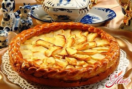 open pie with apples