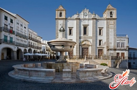 city of Évora