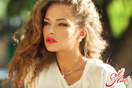 Beautiful hairstyles for curly hair