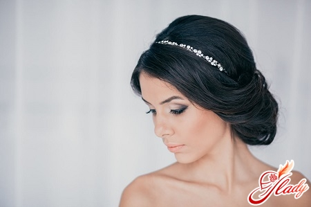 beautiful hairstyle with a hair bandage