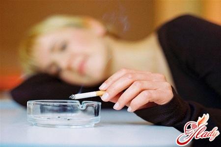 smoking provokes hot flashes