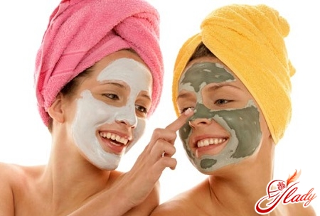 masks against acne on the forehead