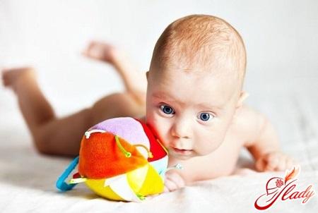 розвиток малюка в 2 місяці