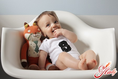 child 8 months
