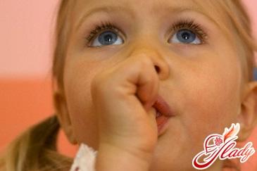 як відучити дитину смоктати палець