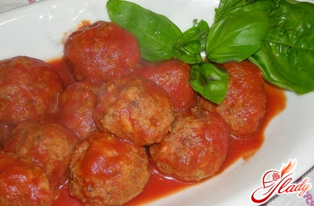 different recipes of meatballs in tomato sauce
