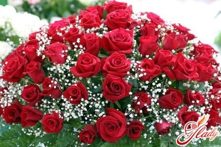 Шикарний букет троянд