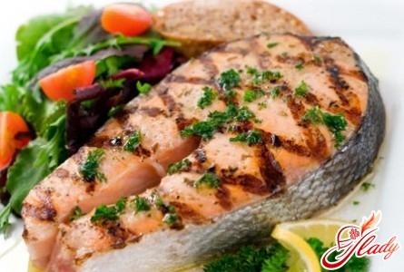 риба запечена з овочами