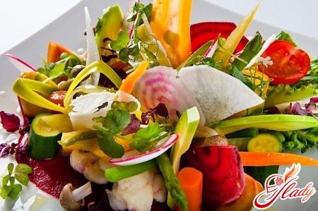 салат з брокколі і цвітної капусти