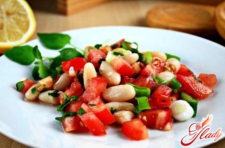 салат з квасолею в томатному соусі