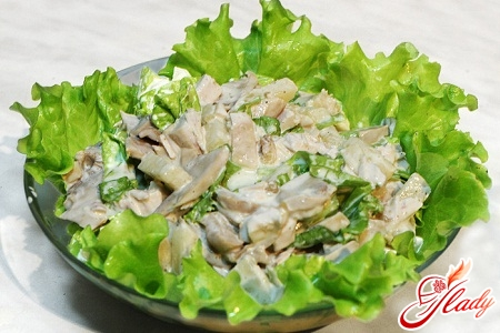 salad with smoked chicken and champignons