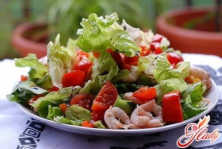 смачний салат з креветок з помідорами