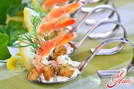 shrimp salad with egg