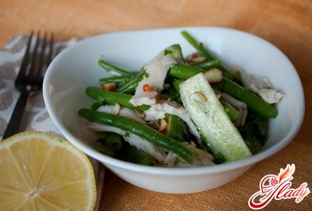 салат з курки з огірком