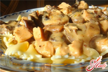 chicken salad with mushrooms and cheese