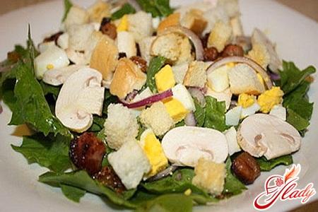 salad with raw champignons