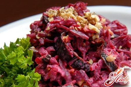 beet salad with walnuts and prunes