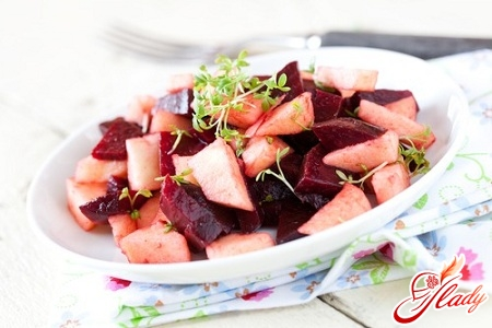 salad of raw beets and carrots