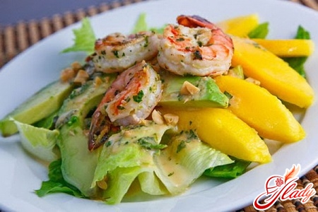 salad with avocado and shrimps