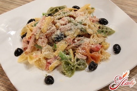 pasta salad with brynza and olives