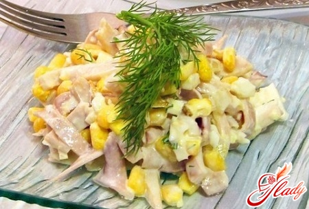 салат з кальмарів з кукурудзою