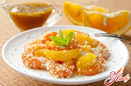 salad with shrimps and orange