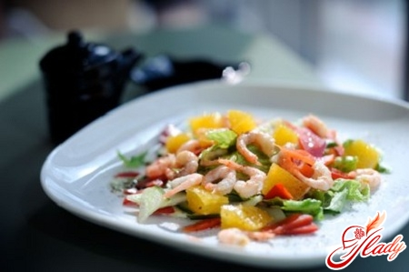 salad with oranges and shrimps