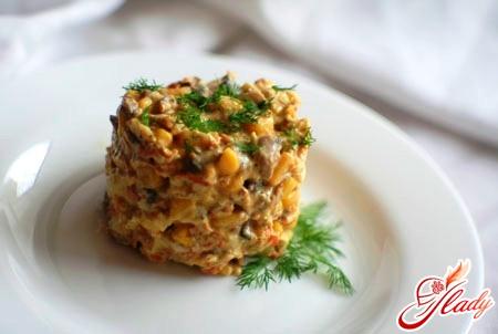 салат креветки кукурудза яйця