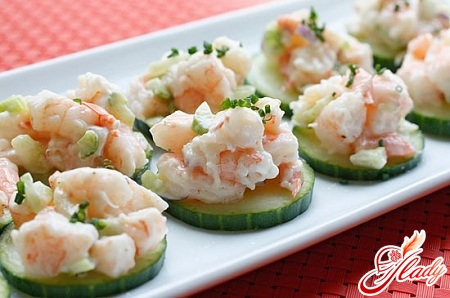 salad with shrimps and cucumbers