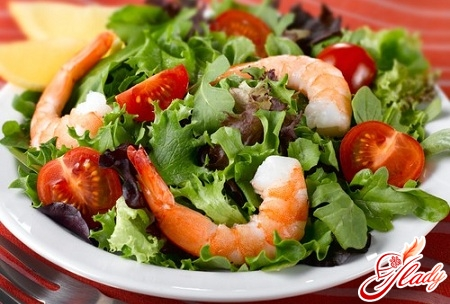 salad with shrimps and tomatoes